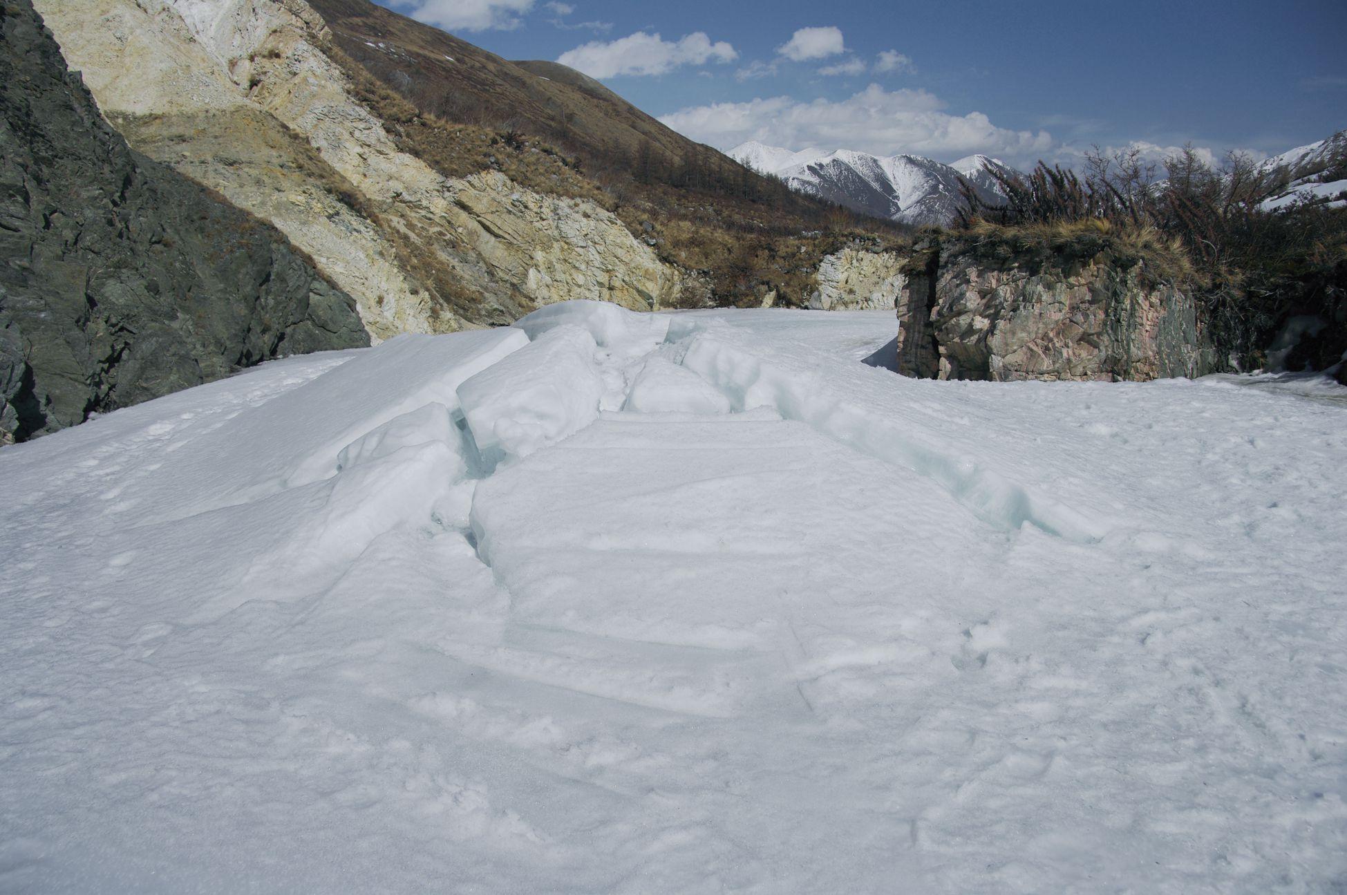 Фото ледяного бугра пучения