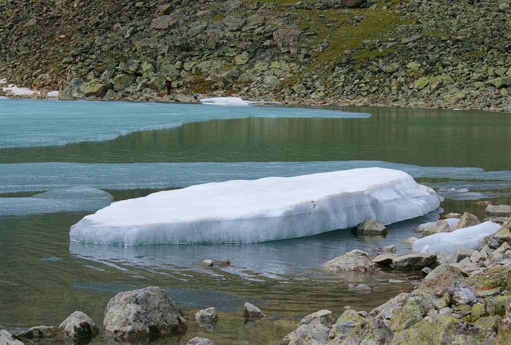 Фото льдин на оз. Эхой
